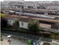 عدد كبير من الضحايا في انحراف قطار عن سكته قرب باريس