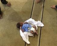العثور على طفل حديث الولادة بمغسلة الأموات بالدمام