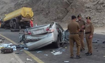 حادث تصادم مروع مع شاحنة يحصد 4 أرواح.. والسبب: السير عكس الاتجاه (صور)