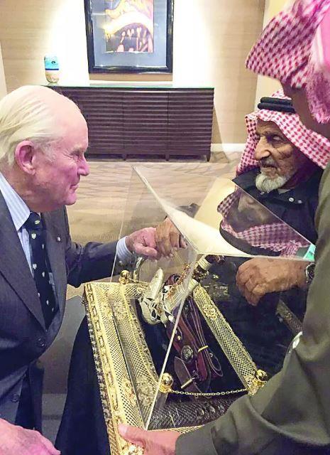 سعودي يلتقي صديقه الأمريكي بعد 45 عاماً من الفراق: