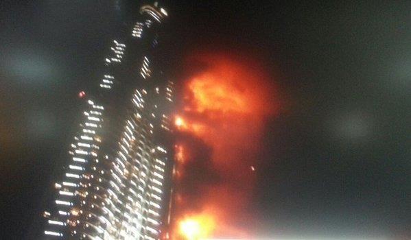 بالفيديو.. حريق هائل في محيط برج خليفة