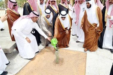 بالصور.. فيصل بن بندر يدشن إطلاق مبادرة لزراعة مليون شجرة بمنطقة الرياض
