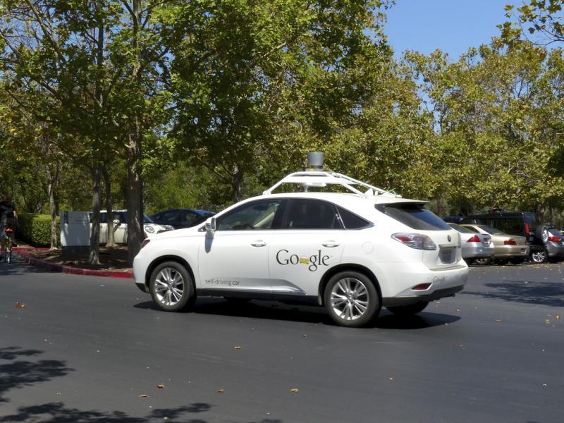 أول سيارة ذاتية القيادة من جوجل