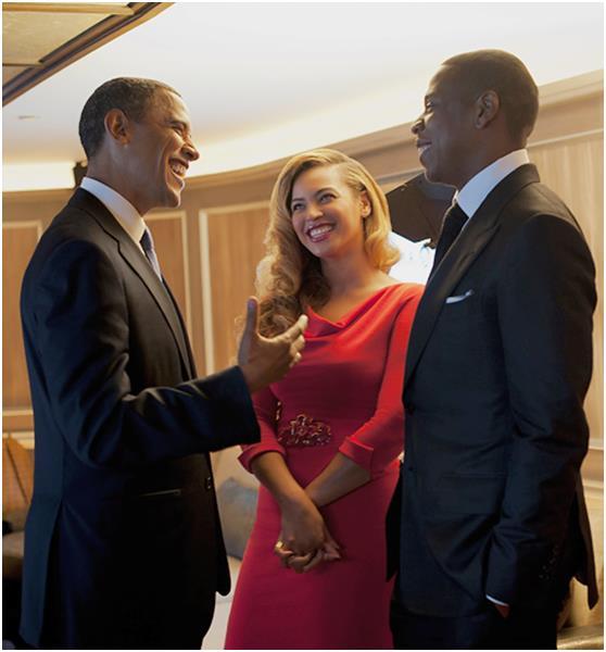 """وكان """"أوباما"""" قد صرح في لقاءات إعلامية أنه يفضل سماع كلٍ من: """"جاي زيي"""" و """"بيونسية"""" و""""ستيفي ووندر"""" و """"رولينج ستونز""""، أثناء انخر"""