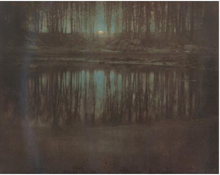 ضوء القمر على البحيرة