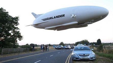 تحطم أطول طائرة في العالم في رحلة تجريبية في بريطانيا