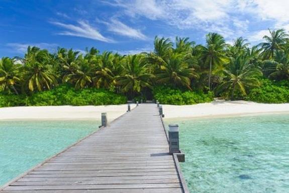 جزر المالديف:- وهي جزر صغيرة تقع في قارة آسيا في المحيط الهندي، وتشتهر بكونها أكثر مكان يذهب إليه حديثي الزواج لقضاء رحلات شهر