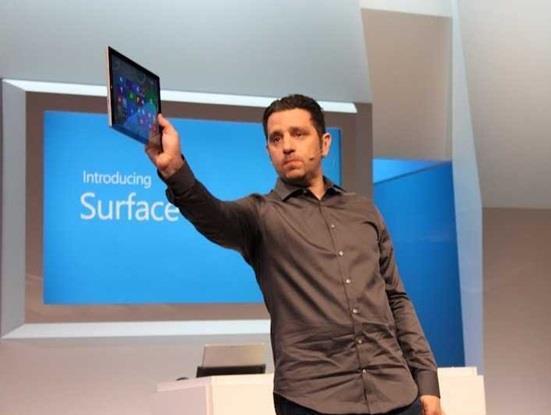 """كما تعمل شركة """"مايكروسوفت"""" على إصدار نسخة أصغر من جهازها اللوحي """" سيرفس تابلت"""" خلال الشهريٌن المقبليٌن."""