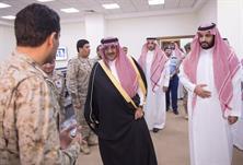 وزير الدفاع يصل إلى مركز عمليات القوات الجوية لقيادة عملية عاصفة الحزم