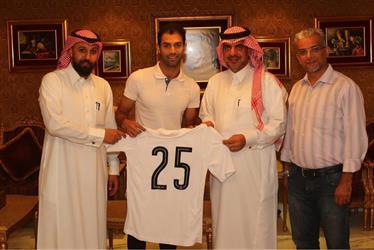 نادي الشباب يعلن التوقيع رسميا مع لاعب الأهلي سابقا سعد الأمير - صور