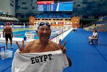 بالفيديو.. سباح مصري يحصد برونزية العالم فوق الـ 85 سنة