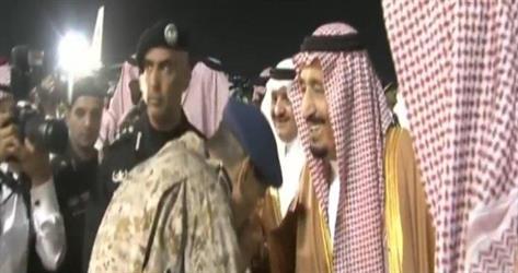 خادم الحرمين يصل إلى المنطقة الشرقية قادماً من الرياض