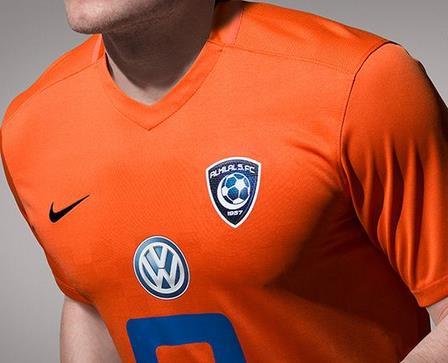 شركة نايك الرياضية تطرح طقم الهلال الثالث باللون البرتقالي