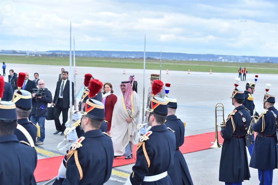 ولي العهد يصل باريس في زيارة رسمية