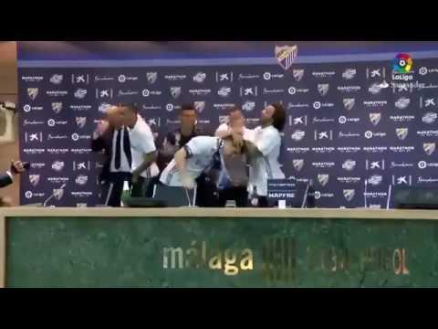 لاعبو ريال مدريد يقتحمون المؤتمر الصحفي لمدربهم زيدان لمشاركته الاحتفال بلقب الدوري