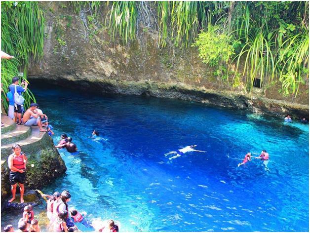 """نهر Hinatuan المُلقب بـ """"النهر المسحور"""" في جزيرة Mindanao الفلبينية، وهو نهر لكن بمياه مالحة، ويبدو للناظر  كأنه قد نشأ من الع"""