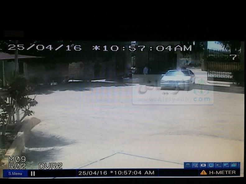 صورتان لسيارة رجل الأعمال السند قبيل اختطافه بلحظات.. ونجله يكشف تفاصيل جديدة