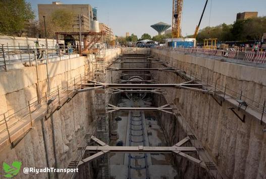 """إطلاق أعمال آلة الحفر العملاقة """"صاملة"""" بالمسار الأول بمشروع قطار الرياض (صور)"""