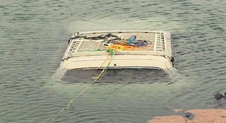 وفاة مواطن داخل سيارته غرقاً في بركة بحزم الجلاميد.. وشقيقه ينتشل الجثة