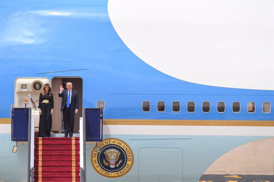 من الوصول إلى المغادرة.. زيارة ترامب في سطور وصور