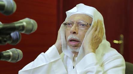 الشيخ علي ملا يروي لحظات ابتعاده عن الأذان والمسجد الحرام بسبب المرض (فيديو)