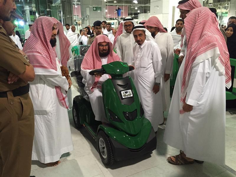 بالصور.. السديس يدشن خدمة العربات الكهربائية الجديدة