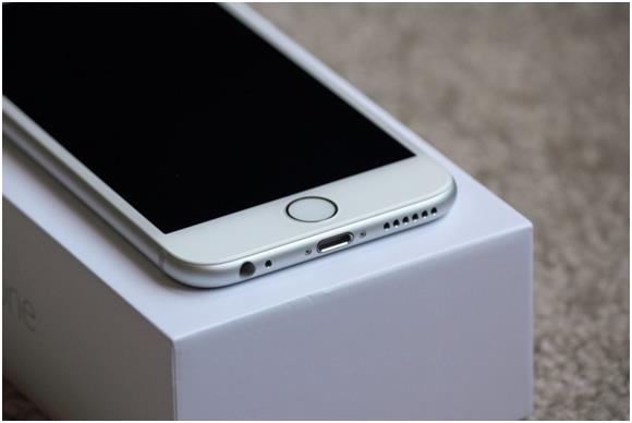 """تدوم بطارية جوال """"ايفون 6 بلس"""" مدة أطول من بطارية جوال """"ايفون 6""""."""