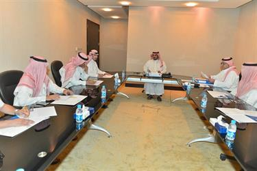 بالصور .. رئيس نادي الهلال يعقد إجتماعاً دورياً بأعضاء مجلس إدارته ..