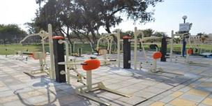 أجهزة تمارين رياضية بالمنتزه مخصصة لذوي الاحتياجات الخاصة