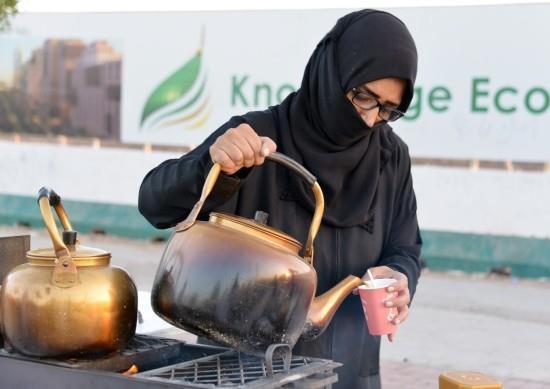 بائعة الشاي بالمدينة