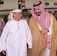 بالصور.. وزير الدفاع يستقبل الرئيس اليمني لدى وصوله القاعدة الجوية بالرياض