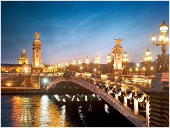 جاءت فرنسا في المركز الأول كأكثر الدول زيارة حول العالم, ويبلغ عدد زائريها 84.7 مليون زائر سنويًا .