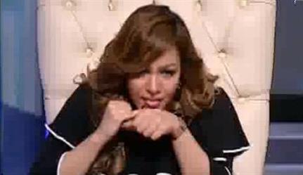 """شاهد.. مذيعة مصرية تتعاطى """"الهيروين"""" على الهواء.. و""""الإعلام"""" يوقفها أسبوعاً"""