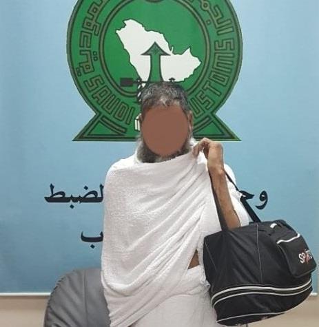 في محاولة لاستغلال العمرة.. مهربون يحاولون تهريب كمية من الهيروين والكوكايين بمطار جدة (صور)
