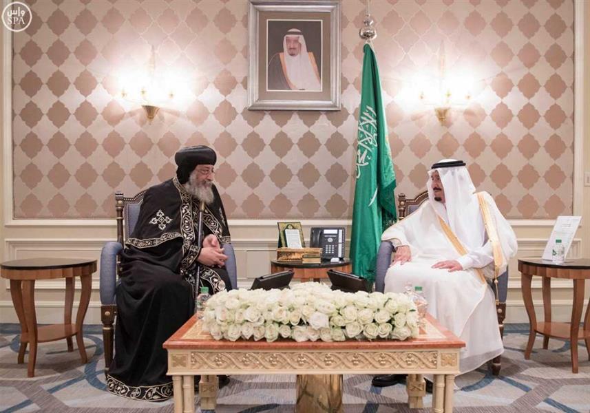 خادم الحرمين يستقبل شيخ الأزهر وبابا الأقباط في مقر إقامته في القاهرة