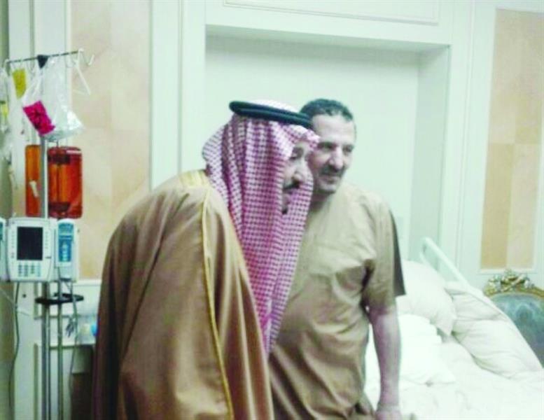 خادم الحرمين يزور ابن أخيه سلطان بن ناصر بمستشفى الملك فيصل التخصصي
