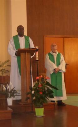 مسلحان يقتحمان كنيسة في فرنسا ويذبحان راهباً.. والشرطة تعلن مقتلهما