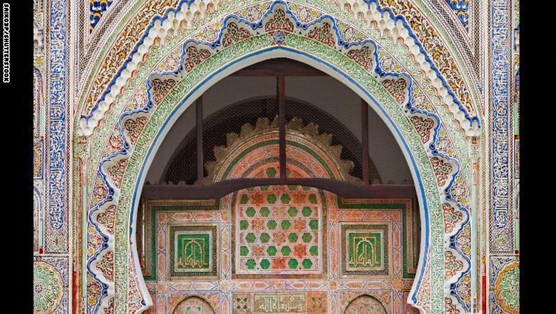 لطالما مثّلت خزانة القرويين مصدر إعجاب لسكان مدينة فاس المغربية، ولكن قلّة قليلة فقط من الأشخاص استطاعوا دخولها.