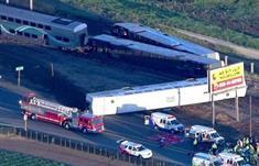 إصابة 30 شخصاً جراء اصطدام قطار ركاب بشاحنة في لوس انجليس