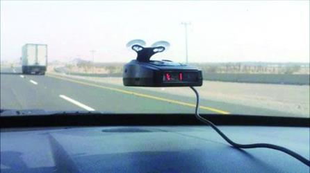 جهاز فالنتينو مثبت بإحدى السيارات