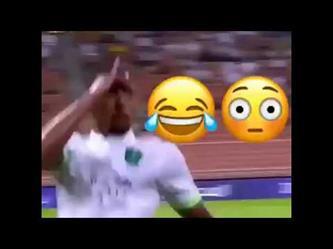 لقطة طريفة من لاعب الاهلي  سعيد المولد في لقاء النصر