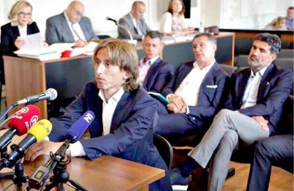 محاكمة زوران ومودريتش بتهمة غسيل أموال