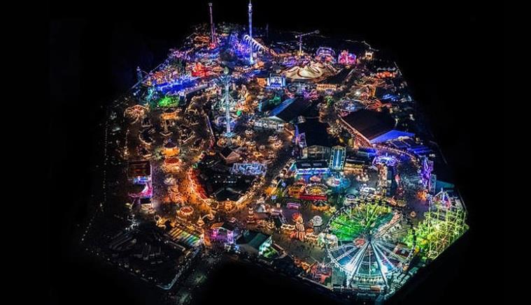 """صورة لمنتزه """"Winter Wonderland"""" الترفيهي الشتوي في منتزه """"هايبد بارك"""" اللندني الشهير."""