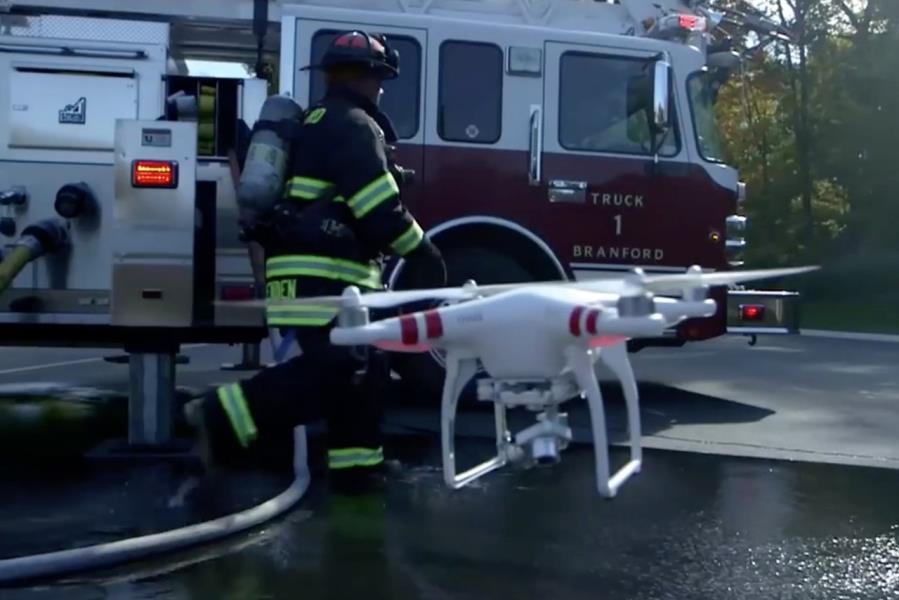 طائرات بدون طيار خلال عمليات الإنقاذ والحريق