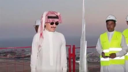 """شاهد.. الوليد بن طلال يزور مشروع """"برج جدة"""" الأعلى في العالم ويطلع على عملية إنشائه"""