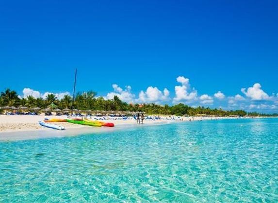 كوبا:- وتقع في منطقة الكاريبي في مدخل خليج المكسيك، وتتميز بمياهها الصافية، وبرمال بشواطئها البيضاء، كما أن بها أفضل شعاب مرجا