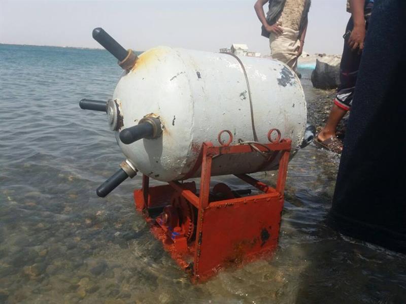 """العثور على لغم بحري كبير زرعته ميليشا الحوثي وصالح قرب سواحل """"ميدي"""" اليمنية"""