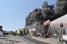حريق داخل مستودع بحي المعيصم
