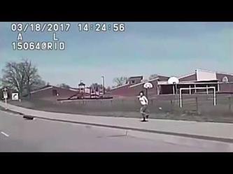 شرطي امريكي يقوم بصدم امرأه مسلحة لمنعها من إطلاق النار