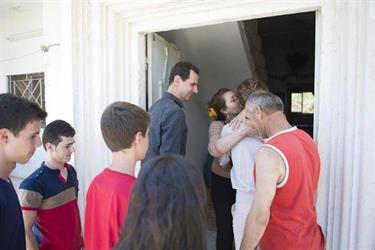 بالفيديو والصور.. ظهور جديد لبشار الأسد وعائلته في زيارة لجرحى قوات النظام
